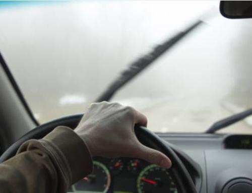 Precauciones al volante al conducir con niebla